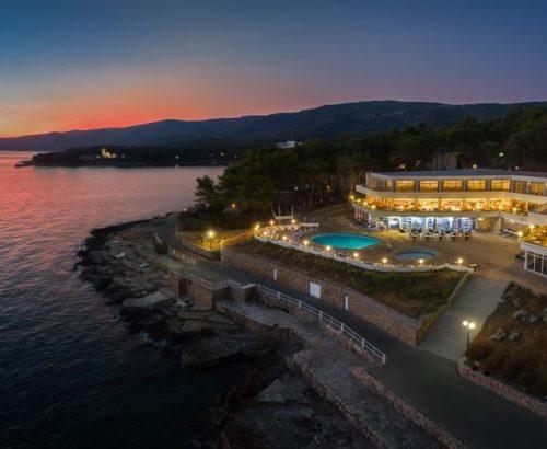 Відпочинок на Хорватському узбережжі Адріатики.