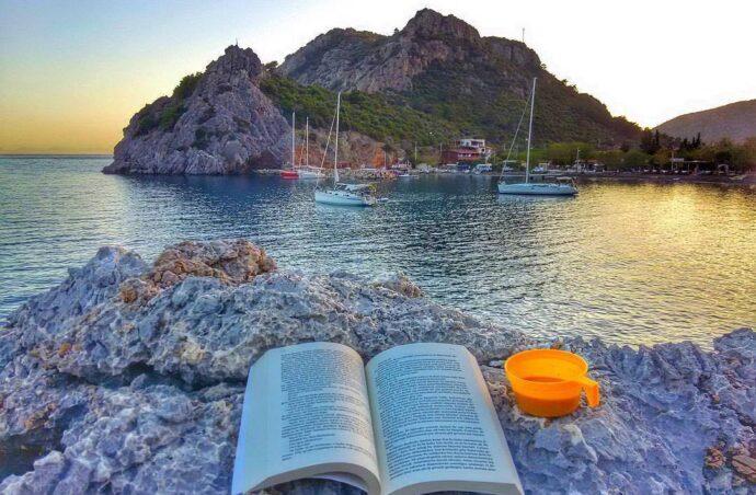 Ідеальний суботній вечір на березі Егейського моря.