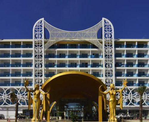 Відпочинок рівня Deluxe – Azura Resort & Spa 5*