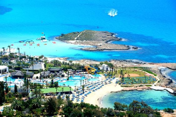 Проведи оксамитовий сезон на о. Кіпр! Corfu Hotel 3*.