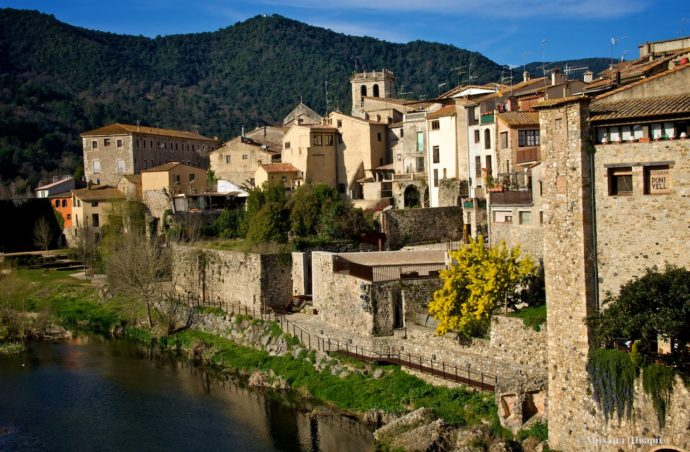Подорож середньовічними містами. Відпочинок на морі!