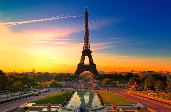 Твоє свято Закоханих в Парижі.
